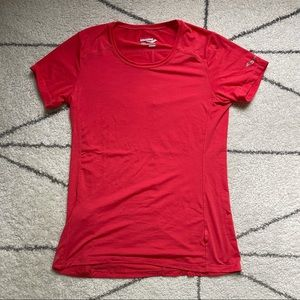 """Saucony """"Run Dry"""" Shirt with Pocket, Size Small"""